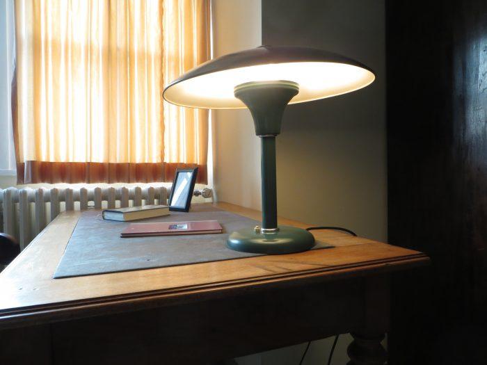 Schreibtisch von Dietrich Bonhoeffer im Bonhoeffer Haus Marienburger Allee 43 | Bild: Martin Dubberke